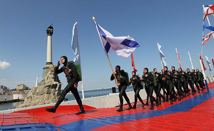 Колонна подводного десанта на параде в честь Дня Военно-морского флота России в Севастополе