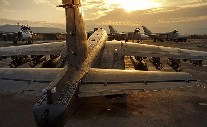 Российские самолеты Су-25 и Су-24 на базе Хмеймим в Сирии