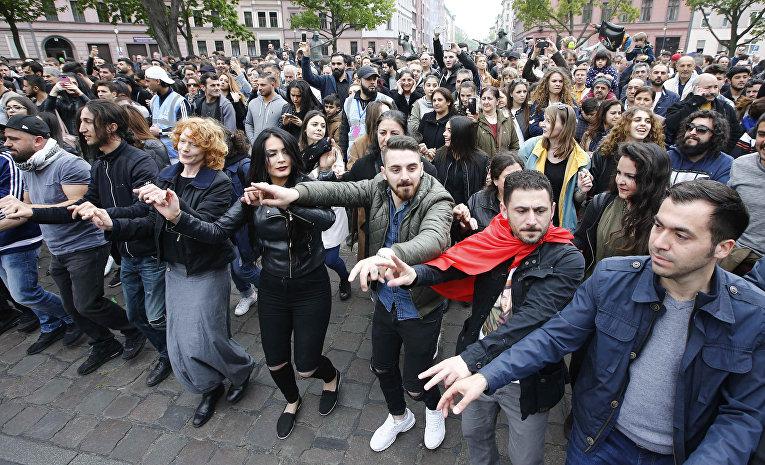 Первомайское шествие в Берлине