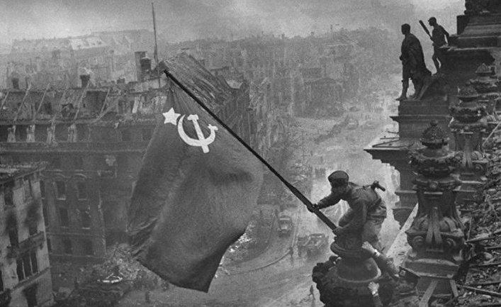 """""""Знамя победы над Рейхстагом"""" (1945)"""