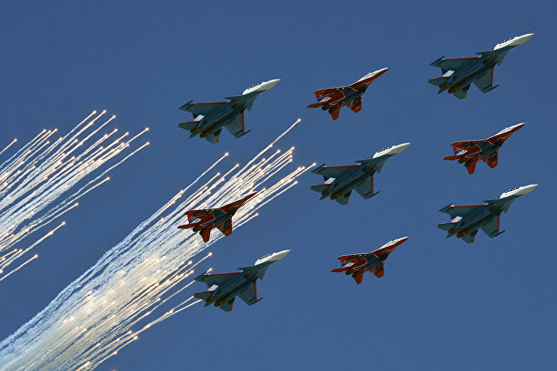 Смешанная пилотажная группа в составе «Стрижей» на МиГ-29 и «Русских витязей» на Су-30