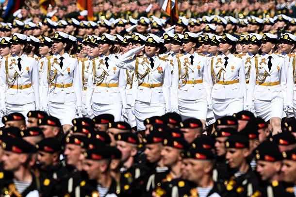 Российские женщины-военнослужащие во время репетиции Парада Победы на Красной площади