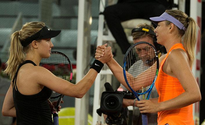 Тенесистки Мария Шарапова и Эжени Бушар из Канады после матча