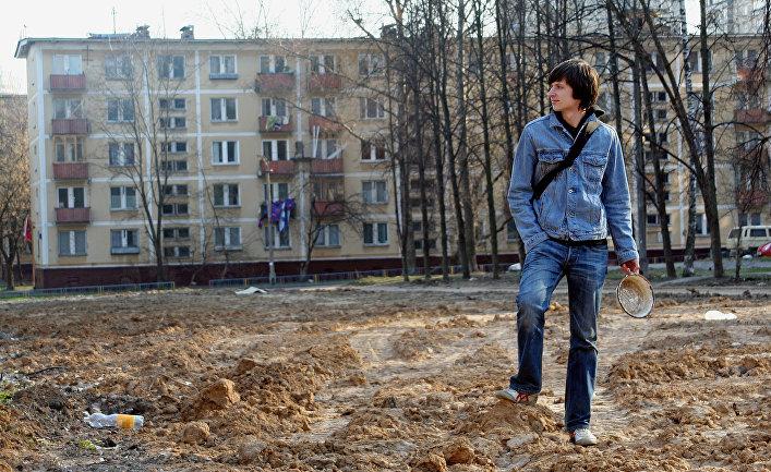 Житель одного из 5-этажный домов в Москве, подготовленных к сносу