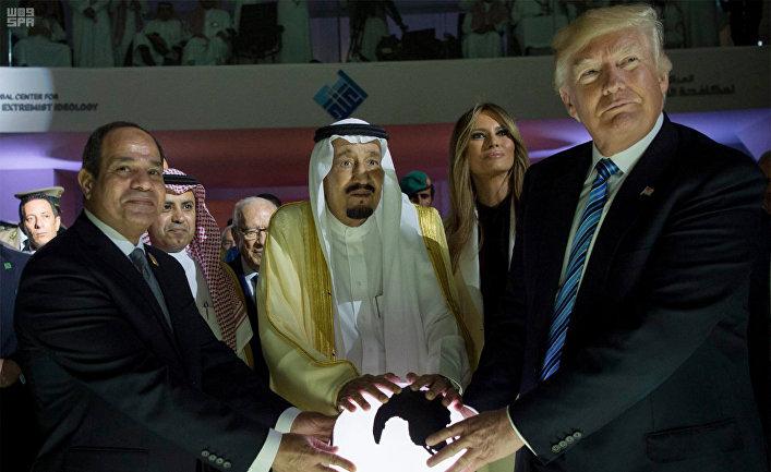 Президент Египта Абдель Фаттах Аль-Сиси, король Саудовской Аравии Салман, первая леди США Мелания Трамп и президент США Дональд Трамп