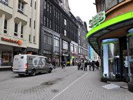 Филиалы крупнейших банков Латвии (Swedbank и SEB) в центре Риги