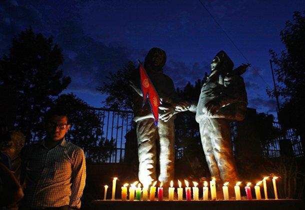 Акция памяти погибших альпинистов накануне юбилея покорения Эвереста