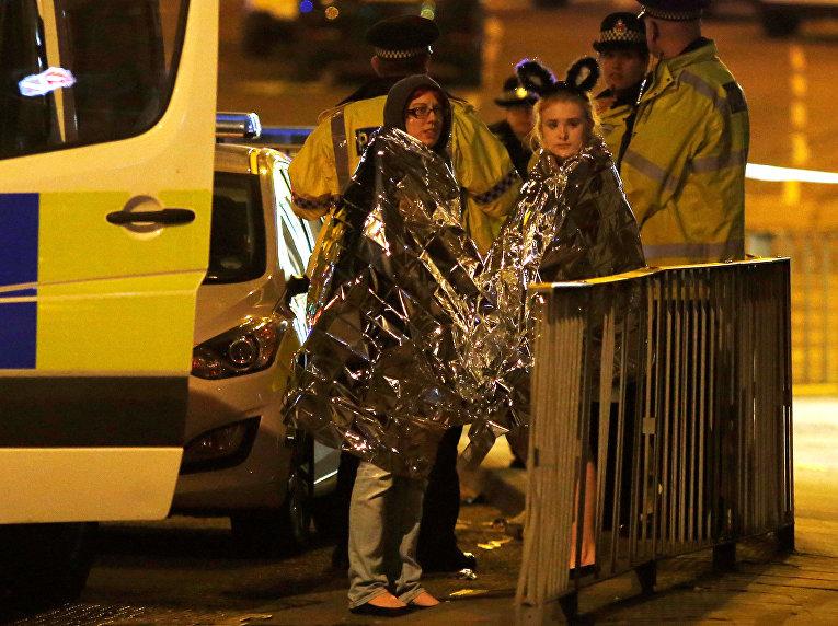 """Пострадавшие возле """"Манчестер-Арены"""", где прогремели взрывы"""