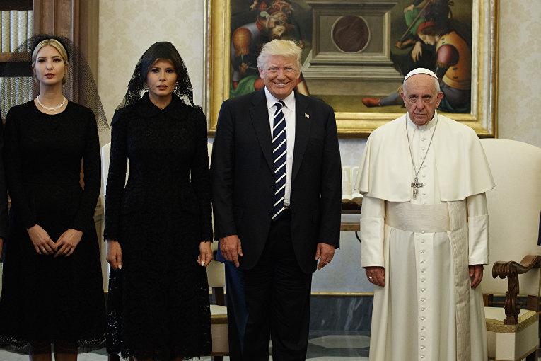 Иванка Трамп, Мелания Трамп, президент США Дональд Трамп и папа римский Франциск
