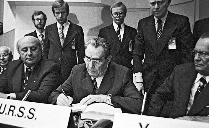 Л. Брежнев на Совещании по безопасности в Европе, проходящем в Хельсинки