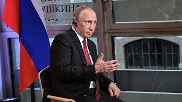 Президент РФ Владимир Путин дает интервью журналистам французского издания «Фигаро»