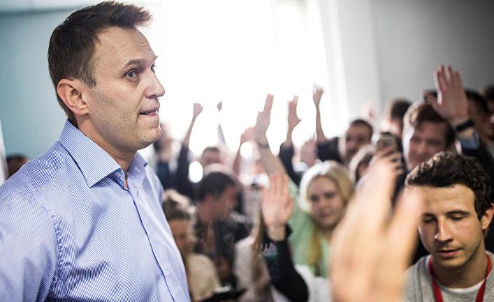 Алексей Навальный на встрече со своими сторонниками в Туле