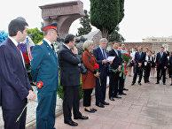 Возложение венков к памятнику советским солдатам, погибшим во время Гражданской войны в Испании