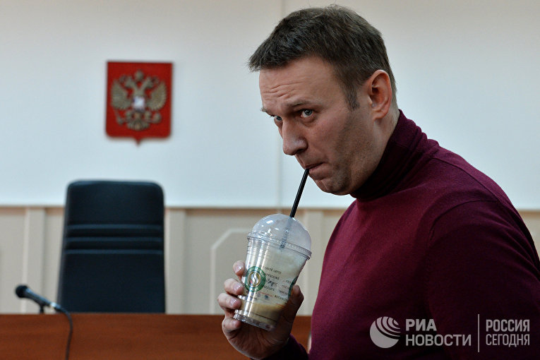 Оппозиционный политик Алексей Навальный во время рассмотрения ходатайства следствия о его домашнем аресте в Басманном суде Москвы. 2014 год