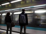 Пассажиры парижского метро