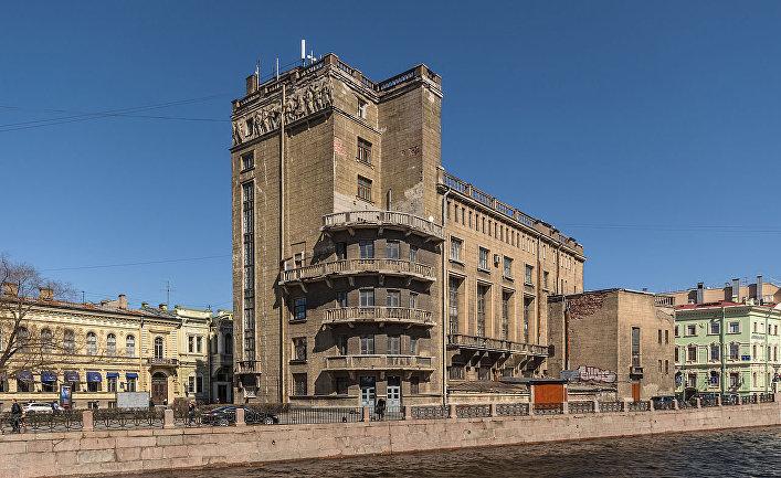 Дом культуры работников связи (бывшая Немецкая реформатская церковь) в Санкт-Петербурге