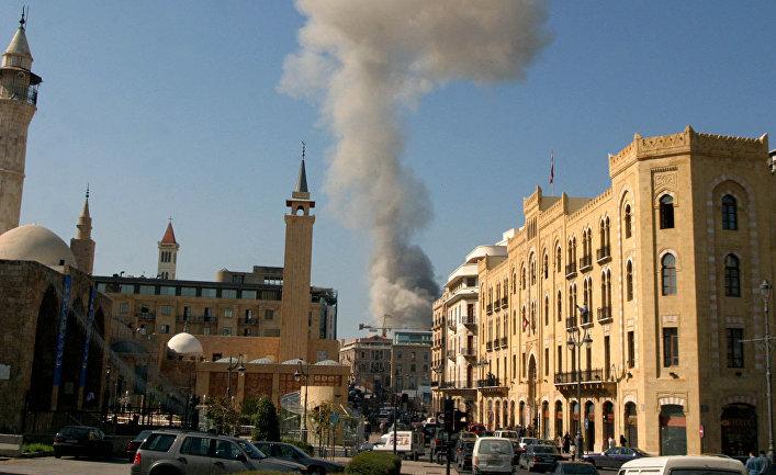 Дым от взрыва бомбы в Бейруте