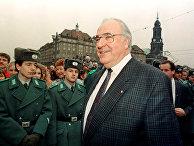 Канцлер Германии Гельмут Коль во время визита в Дрезден, 1989