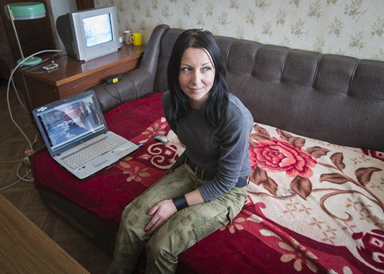 Ирина, участница разведывательной группы пророссийских ополченцев, в городе Макеевка