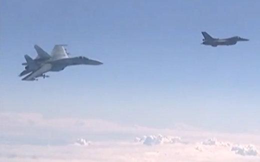 Российский истребитель Су-27 отогнал F-16 НАТО от самолета Шойгу