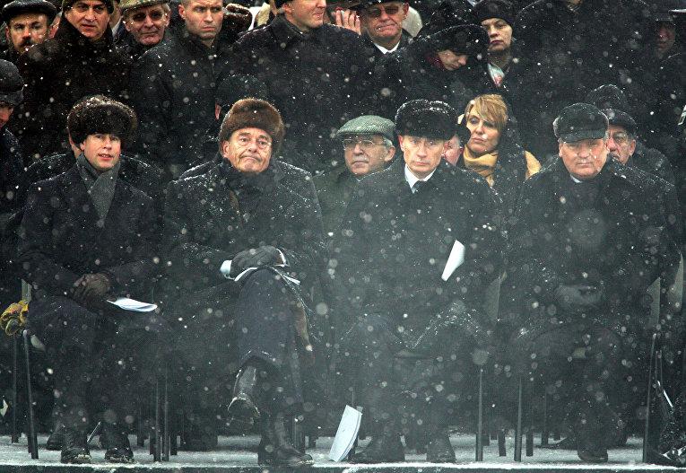 Принц Эдвард, граф Уэссекский, французский Президент Жак Ширак, президент России Владимир Путин и президент Польши Александр Квасневский