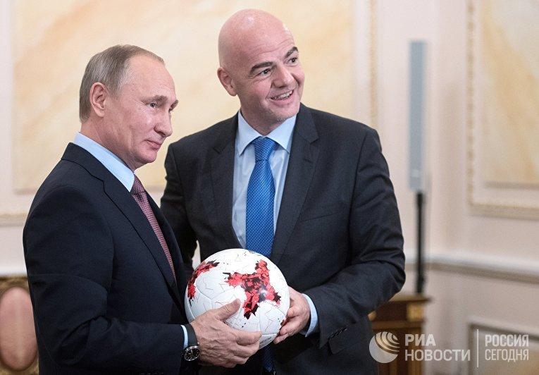 Президент РФ Владимир Путин и президент ФИФА Джанни Инфантино во время встречи в Кремле. 25 ноября 2016