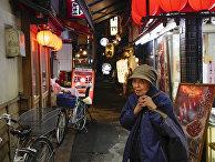 29 ноября 2016. Пожилая японка на улице в Осаке