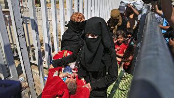 Беженцы из Сирии возвращаются из Турции в Таль Абьяд после освобождения города от боевиков Исламского государства (запрещена в РФ)