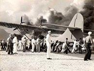 Подбитый самолет в Перл-Харборе
