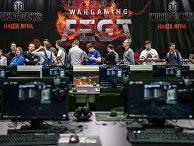 Посетители на первом музыкально-техническом игровом фестивале Wargaming Fest