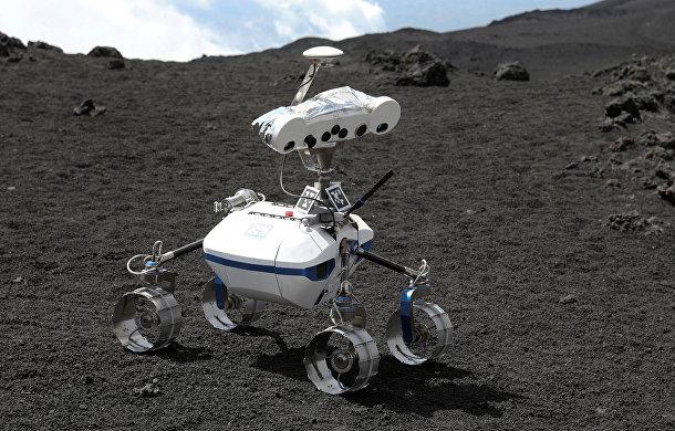 Робот на вулканической поверхности горы Этна в Италии