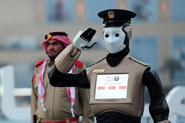 Первый в мире оперативный робот-полицейский