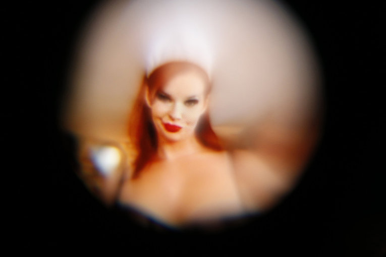 Сцена из фильма для взрослых про просмотре через очки виртуальной реальности