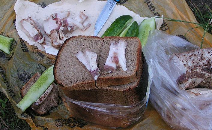 Сало с хлебом