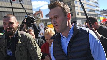 Алексей Навальный на проспекте Академика Сахарова, где проходит митинг против сноса пятиэтажек в Москве