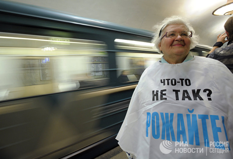 Акция пенсионеров в московском метрополитене