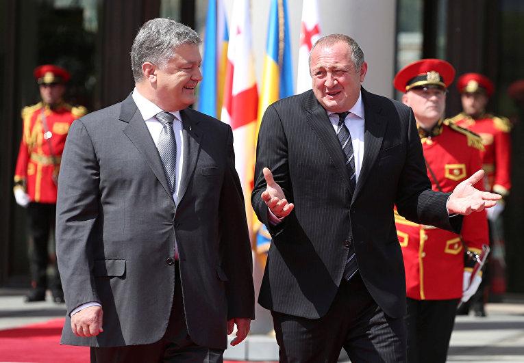 Президент Украины Петр Порошенко и президент Грузии Георгий Маргвелашвили на церемонии приветствия в Тбилиси, Грузия. 18 июля 2017
