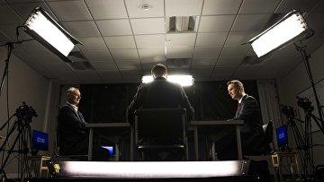 Алексей Навальный и Игорь Стрелков принимают участие в дебатах
