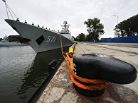 """Фрегат военно-морских сил КНР """"Юньчэн"""" в порту Балтийска, куда он прибыл в составе трех кораблей ВМС Китая для участия в российско-китайских учениях """"Морское взаимодействие – 2017"""""""