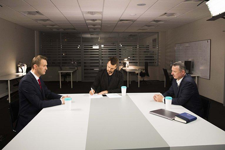 Алексей Навальный и Игорь Стрелков принимают участие в дебатах в Москве