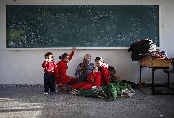 Палестинская семья, оставшаяся без дома
