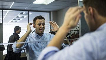 Алексей Навальный в своем офисе в Москве
