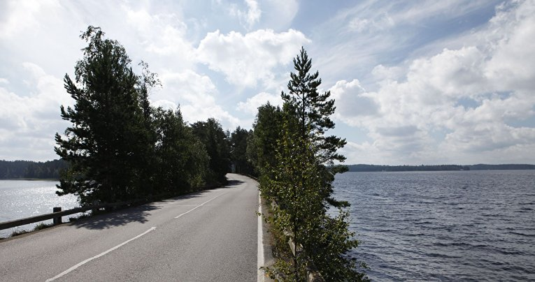 Дорога на острове Пункахарью в Финляндии