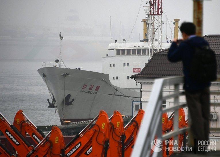 Первый теплоход из Северной Кореи прибыл во Владивосток