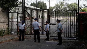 Полиция у складских помещений посольства США в Москве