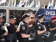 Полицейские блокируют автомобиль движения «новых сил»