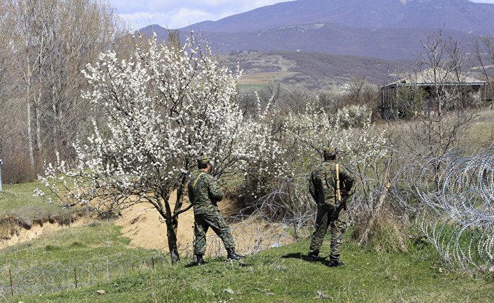 Грузинские пограничники патрулируют границу с Южной Осетией в районе села Хурвалети