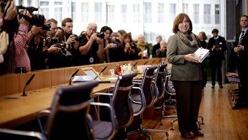 Лауреат Нобелевской премии по литературе 2015 года белорусская писательница Светлана Алексиевич на пресс-конференции в Берлине. 10 октября 2015