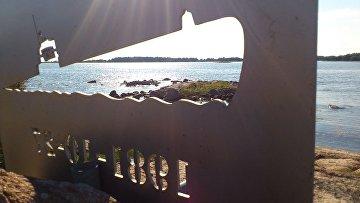 Памятная табличка в Швеции на месте происшествия