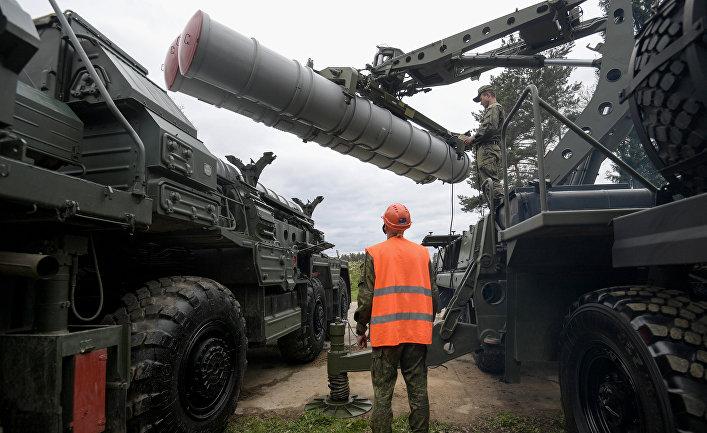 Учения подразделений зенитного ракетного полка в Московской области
